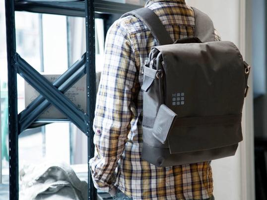 Der myCloud Rucksack, hergestellt von Moleskine, ist ein hochwertiger Rucksack für Uni, Arbeit oder die Freizeit. Das Innere bietet genug Platz für Laptops und andere Gegenstände.