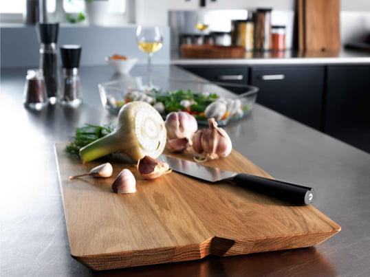 Das Schneidebrett schützt nicht nur Ihre Küchentheke, es eignet sich auch hervorragend als Servierbrett. Es präsentiert Fleisch, Käse und Obst auf besonders schöne Weise.