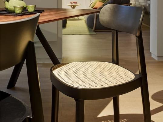 Der 118 von Sebastian Herkner für Thonet ist ein moderner und zugleich filigraner Stuhl, der mit seiner subtilen Eleganz an jedem Esstisch für einen Hingucker sorgt.