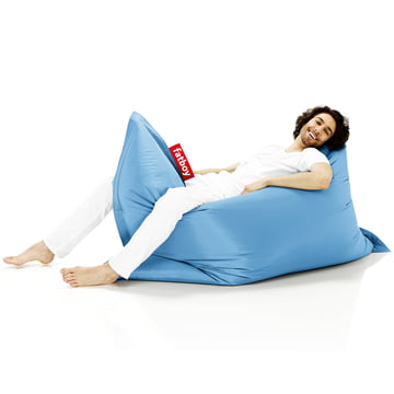 Fatboy, Sitzsack Original- Situation Frau auf Sitzsack, hellblau