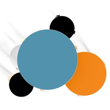 Artek - Tisch 90B und Hocker farbig