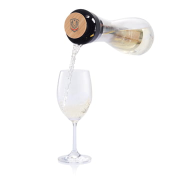 XD Design - Gliss Weißweinkaraffe - beim Ausgießen