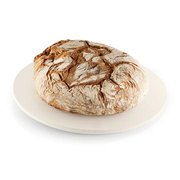 Pizza- und Brotbackstein von Eva Solo mit Brot