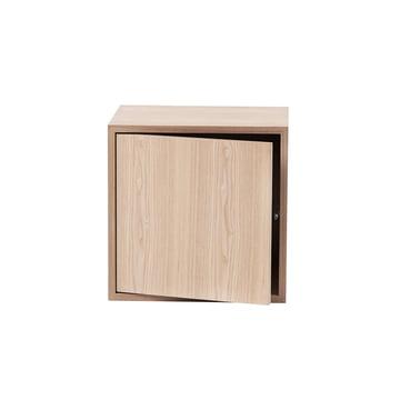 Das Stacked Regalmodul mit Tür von Muuto in medium, Esche