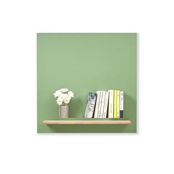 Platz für Blumenvasen und Bücher
