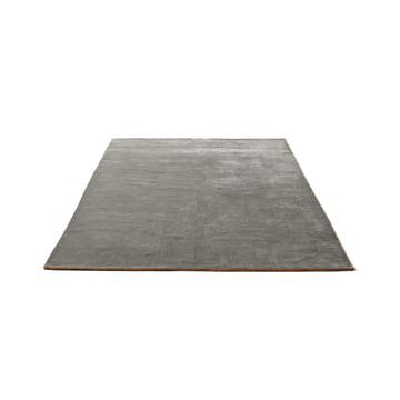 Der &Tradition - The Moor Rug AP5 mit einer Größe von 170 x 240 cm in Grey Moss