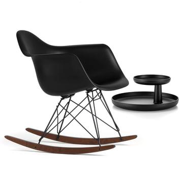 Vitra - Eames Plastic Armchair RAR, Ahorn dunkel / pulverbeschichtet basic dark, basic dark + GRATIS Rotary Tray, schwarz