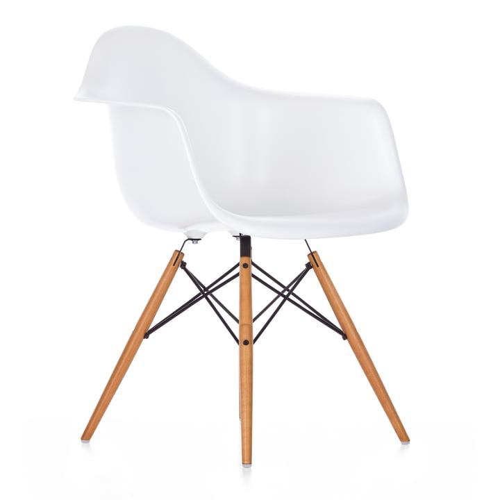 Eames Plastic Armchair DAW von Vitra in Ahorn gelblich / weiß