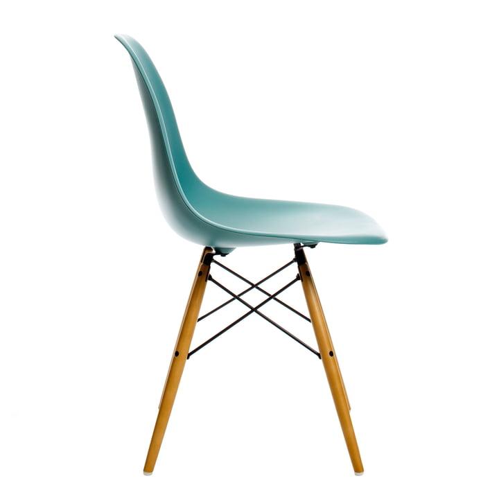 Eames Plastic Side Chair DSW von Vitra in Ahorn gelblich / ocean