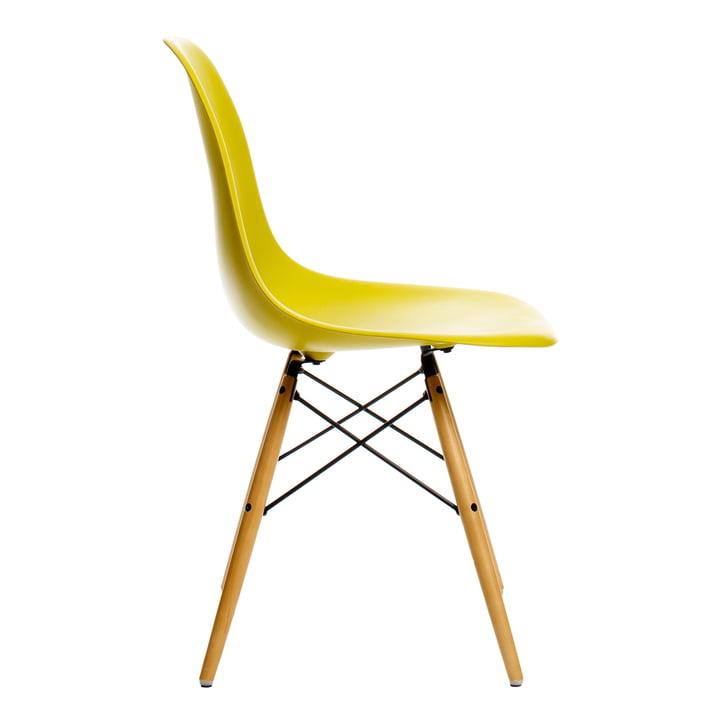 Eames Plastic Side Chair DSW von Vitra in Ahorn gelblich / senf