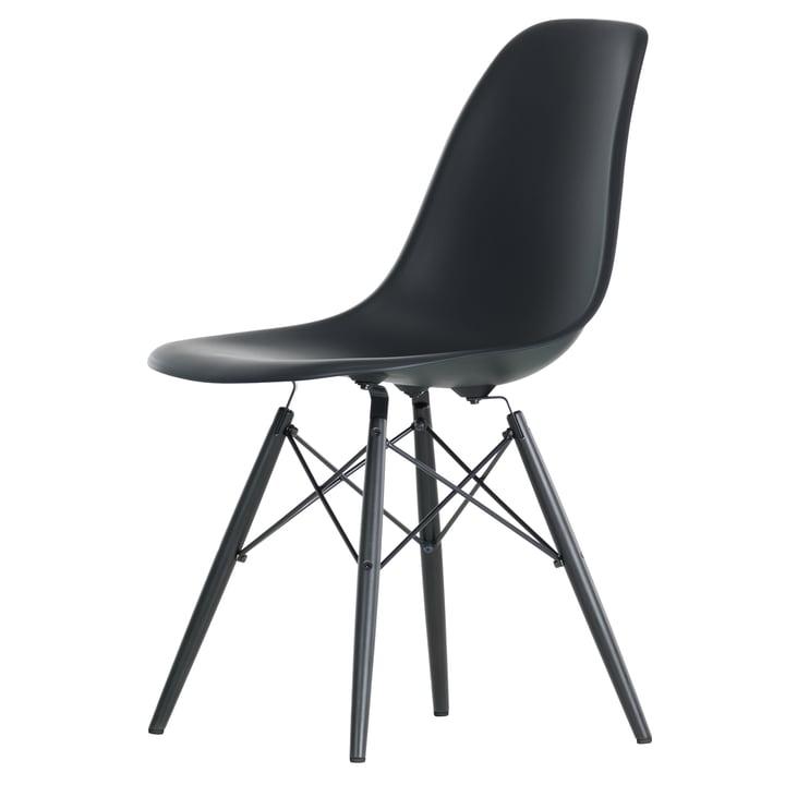 Eames Plastic Side Chair DSW von Vitra in Ahorn schwarz / basic dark