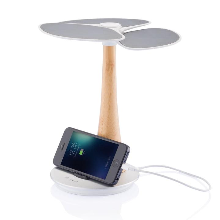 XD Design - Ginkgo Solar-Ladestation - mit iPhone