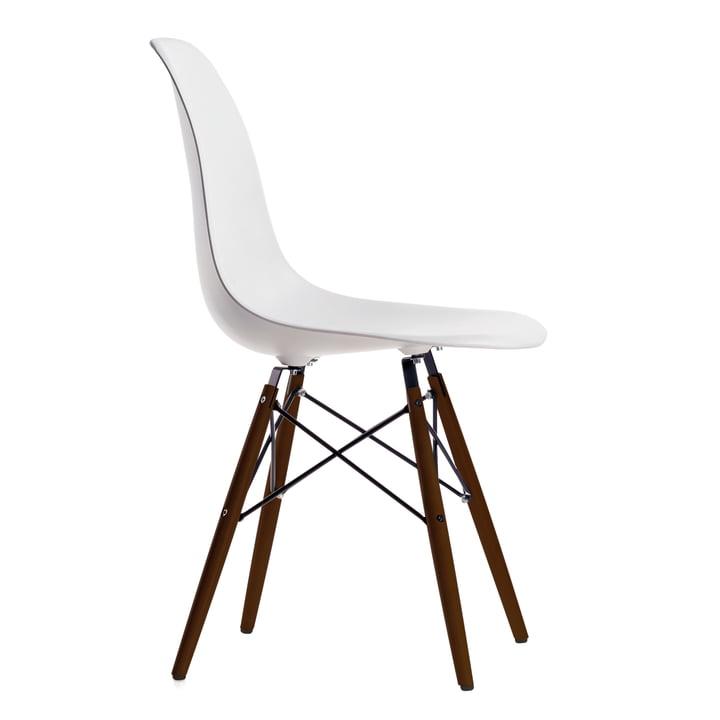 Eames Plastic Side Chair DSW von Vitra in Ahorn dunkel / weiß