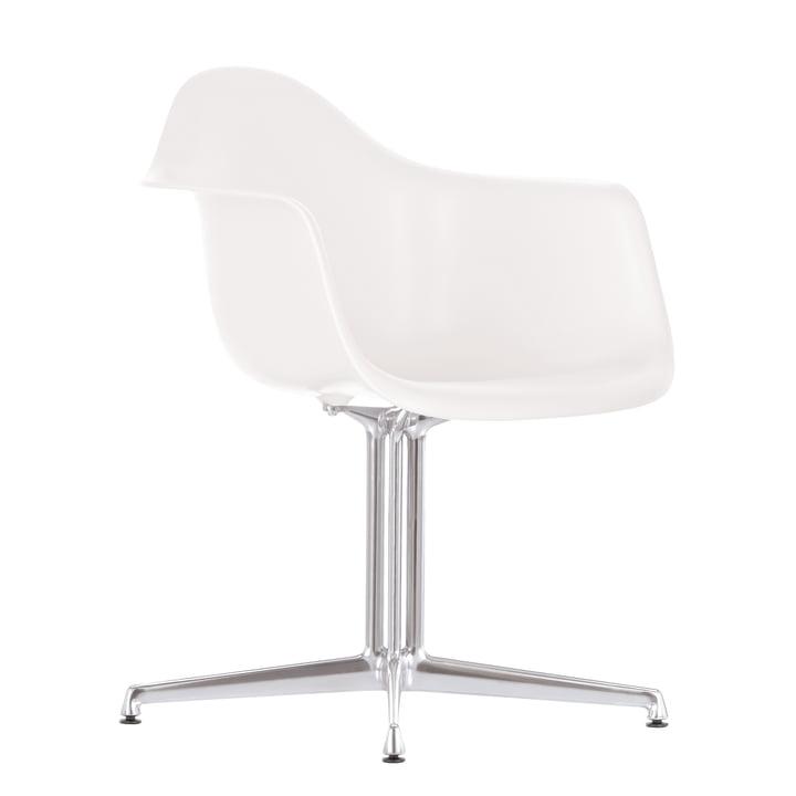 Eames Plastic Armchair DAL von Vitra in weiß mit Filzgleitern