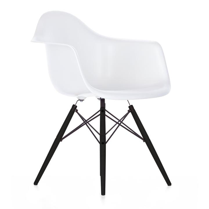 Eames Plastic Armchair DAW (H 43 cm) von Vitra in Ahorn schwarz / weiß