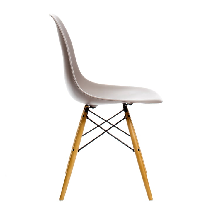 Eames Plastic Side Chair DSW von Vitra in Ahorn gelblich / mauve grau