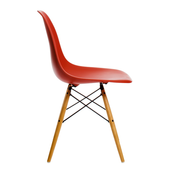 Eames Plastic Side Chair DSW von Vitra in Ahorn gelblich / classic red