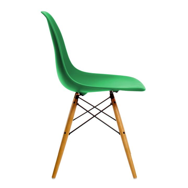 Eames Plastic Side Chair DSW von Vitra in Ahorn gelblich / classic green