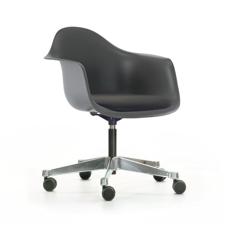 Vitra - Eames Plastic Armchair PACC, basalt, mit Sitzpolster