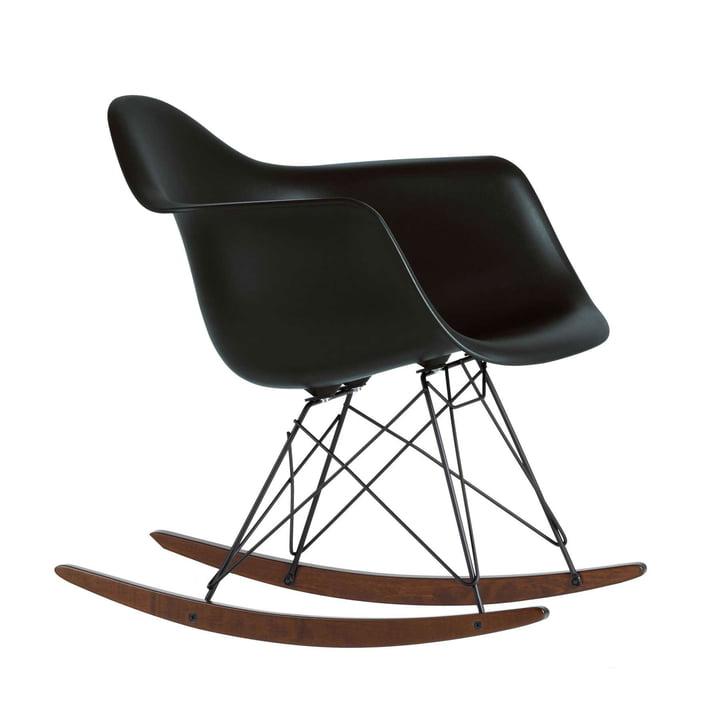 Eames Plastic Armchair RAR von Vitra in Ahorn dunkel / basic dark