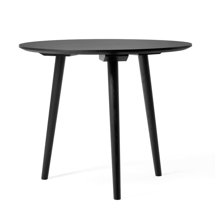 In Between Tisch SK3 Ø 90 cm von &Tradition in Eiche schwarz gebeizt (RAL 9005)