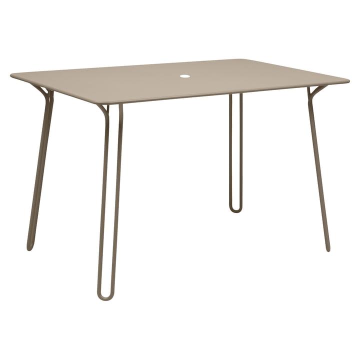 Surprising Tisch von Fermob in Muskat