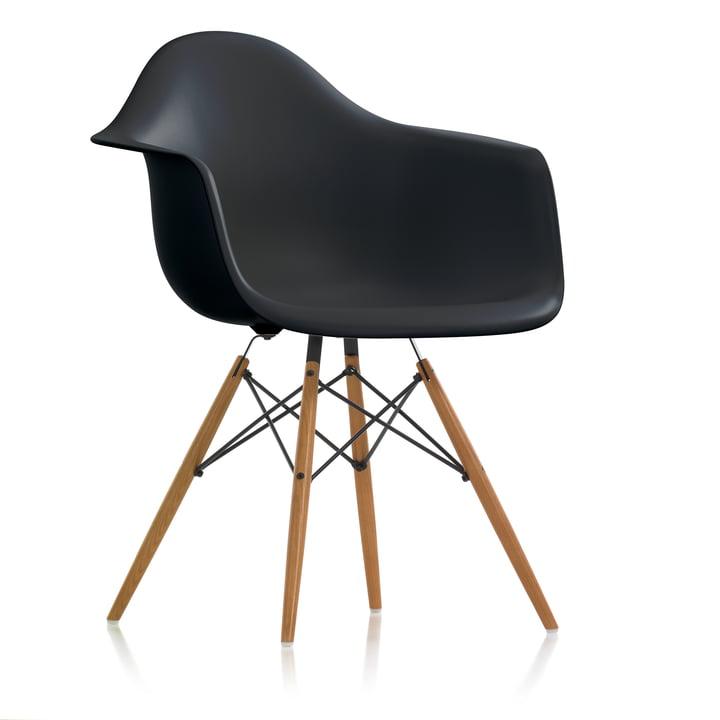 Eames Plastic Armchair DAW (H 43 cm) von Vitra in Esche honigfarben / basic dark
