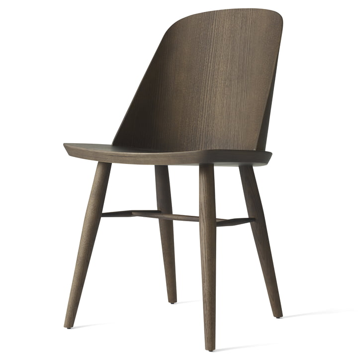 Der Synnes Dining Chair von Menu in dunkle Esche