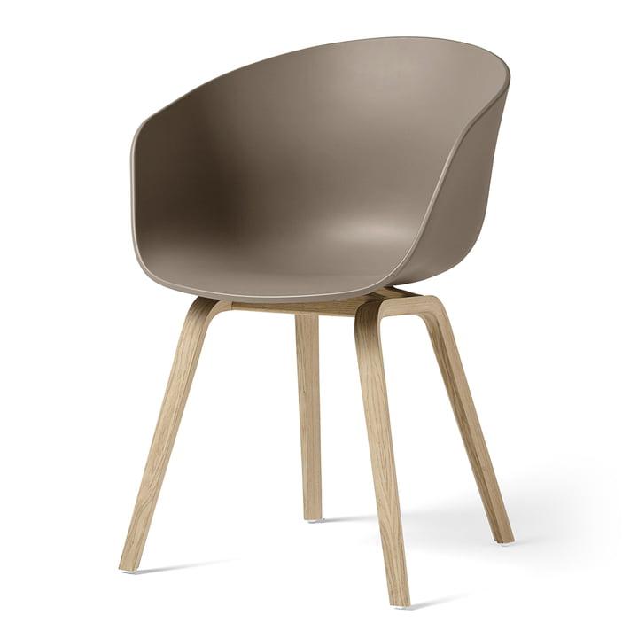 About A Chair AAC 22 von Hay in Eiche matt lackiert / khaki