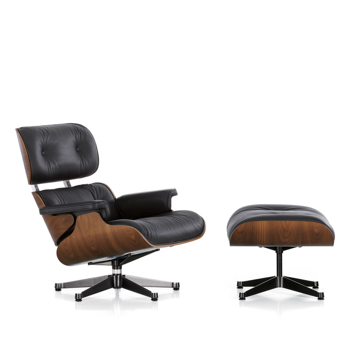 Vitra - Lounge Chair & Ottomann, Nussbaum schwarz pigmentiert, poliert / Seiten schwarz, Leder Premium schwarz, Filzgleiter (neue Maße)