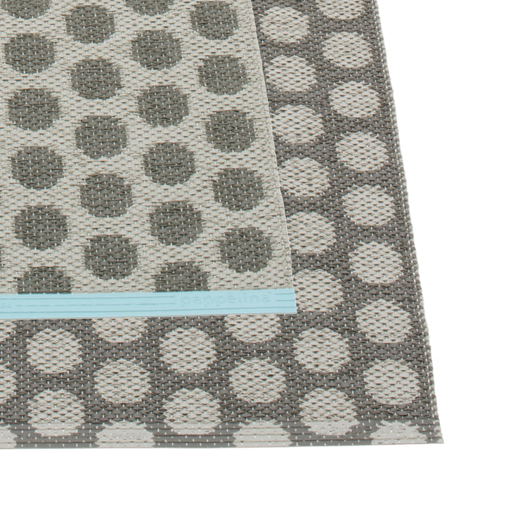 Noa Teppich 70 x 50 cm von Pappelina in Charcoal / Warm Grey / Turquoise Edge