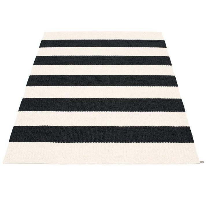 Bob Teppich 140 x 220 cm von Pappelina in Black / Vanilla