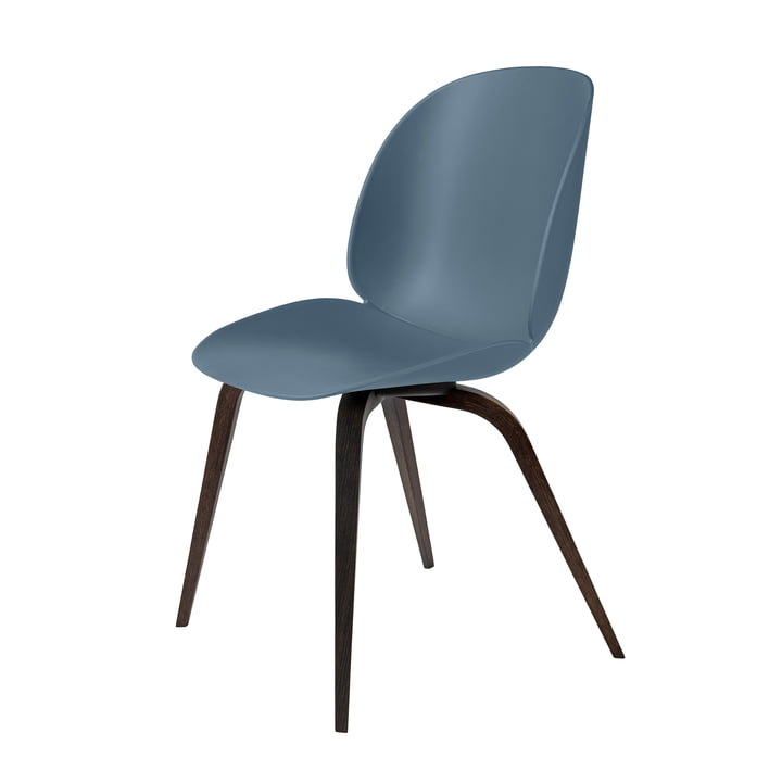 Beetle Dining Chair Wood Base von Gubi in schwarz gebeizt / Blaugrau
