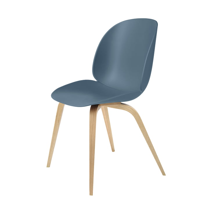 Beetle Dining Chair Wood Base von Gubi in Eiche / Blaugrau