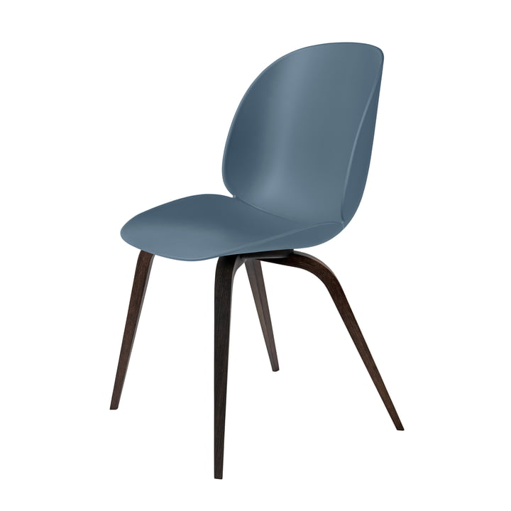 Beetle Dining Chair Wood Base von Gubi in Eiche geräuchert / Blaugrau