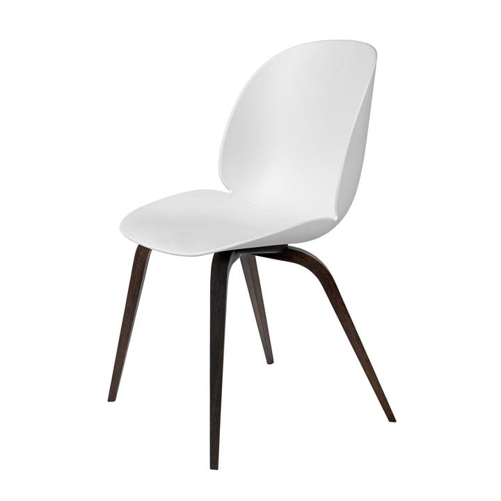 Beetle Dining Chair Wood Base von Gubi in Eiche geräuchert / Weiß