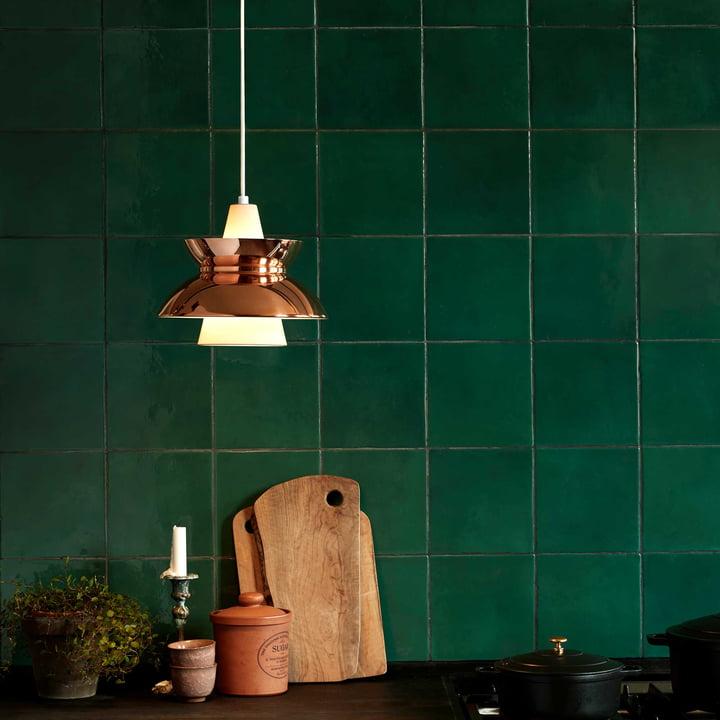 DooWop Pendelleuchte von Louis Poulsen in Kupfer in der Küche