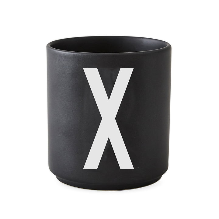 AJ Porzellan Becher X von Design Letters in Schwarz