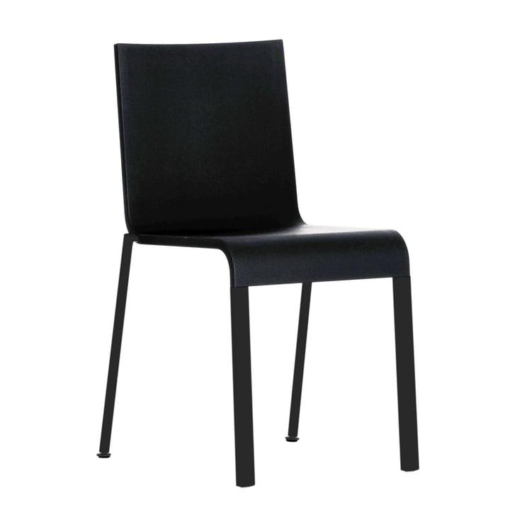 .03 Stuhl von Vitra in Schwarz / Basic dark (stapelbar)