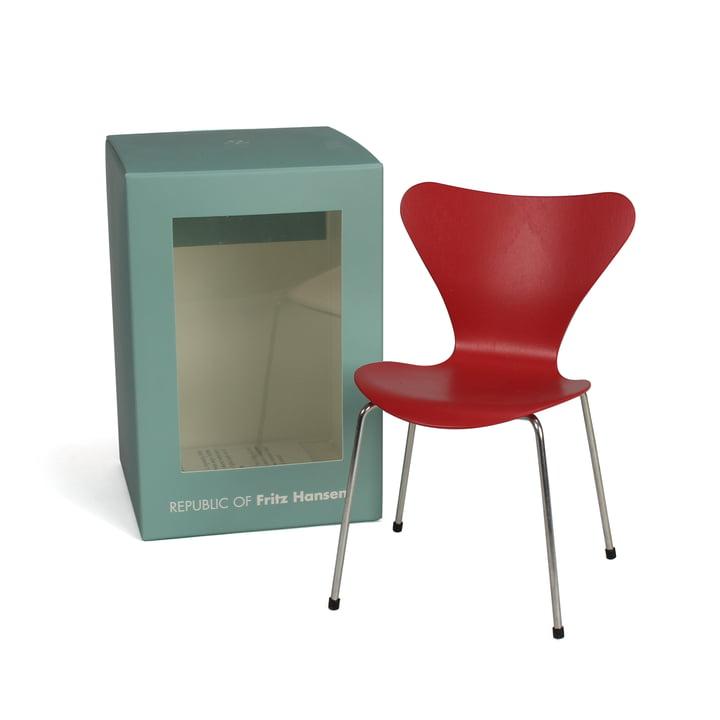 Miniatur Serie 7 Stuhl von Fritz Hansen in Opium Red