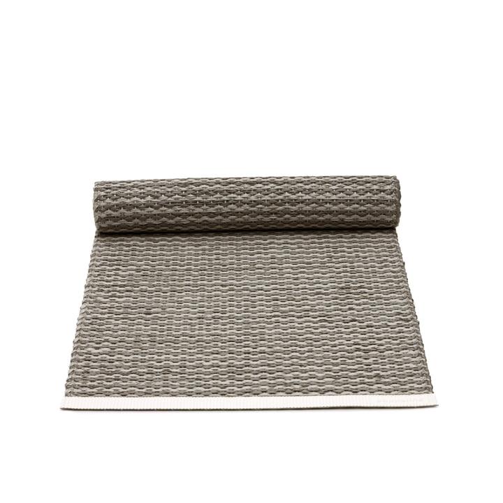 Mono Tischläufer von Pappelina in Charcoal / Warm Grey