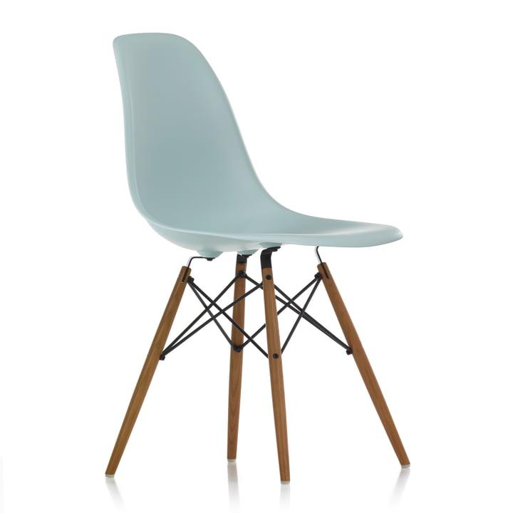 Eames Plastic Side Chair DSW von Vitra in Esche honigfarben / eisgrau