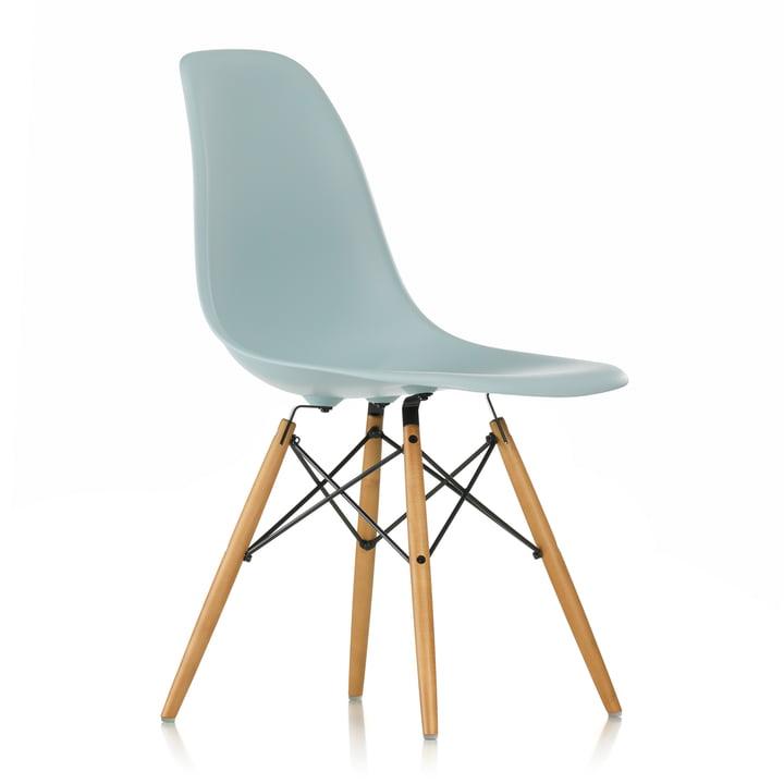 Eames Plastic Side Chair DSW von Vitra in Ahorn gelblich / eisgrau