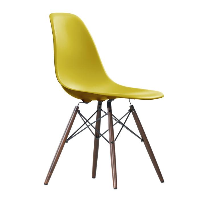 Eames Plastic Side Chair DSW von Vitra in Ahorn dunkel / senf