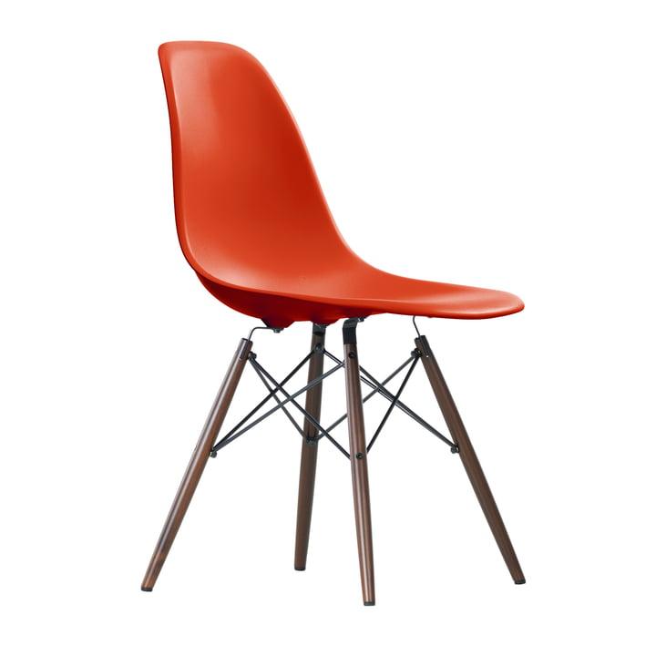 Eames Plastic Side Chair DSW von Vitra in Ahorn dunkel / poppy red