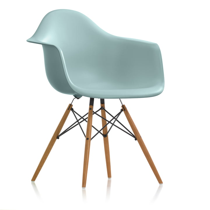 Der Vitra - Eames Plastic Armchair DAW (H 43 cm), Esche honigfarben / eisgrau, Filzgleiter weiß