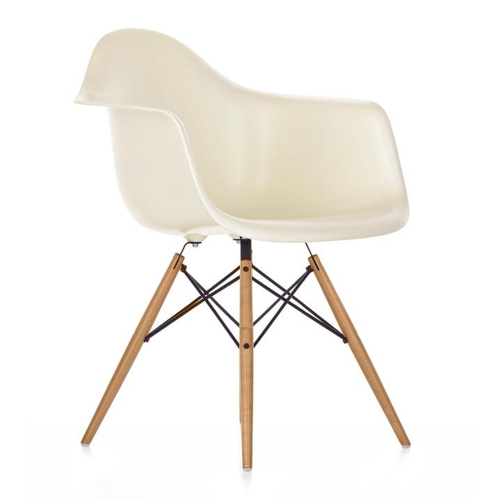 Creme Eames Plastic Armchair DAW von Vitra
