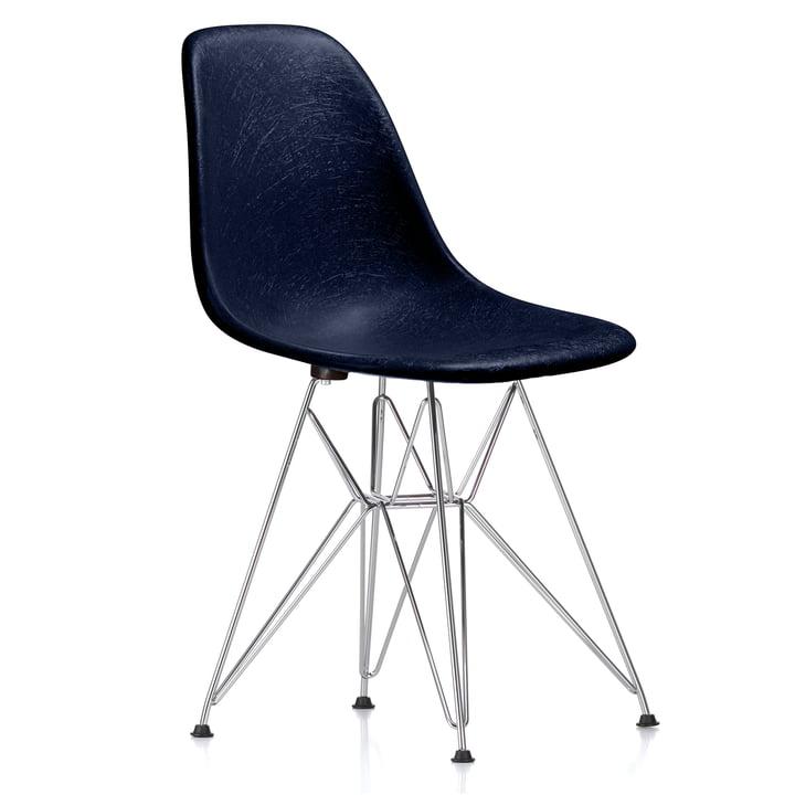 Eames Fiberglass Side Chair DSR von Vitra - verchromt / Eames navy blue