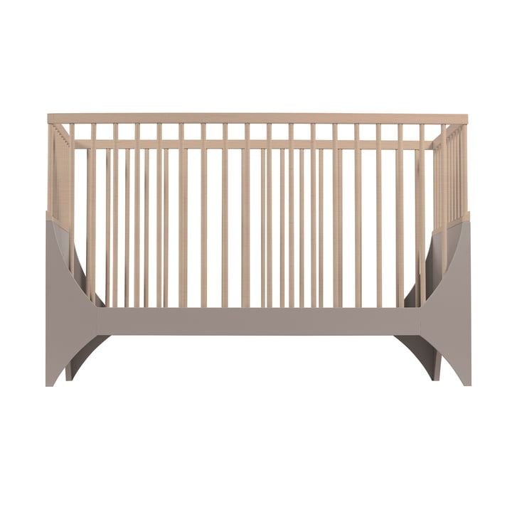 Yomi Babybett von Sebra in earth brown / Buche