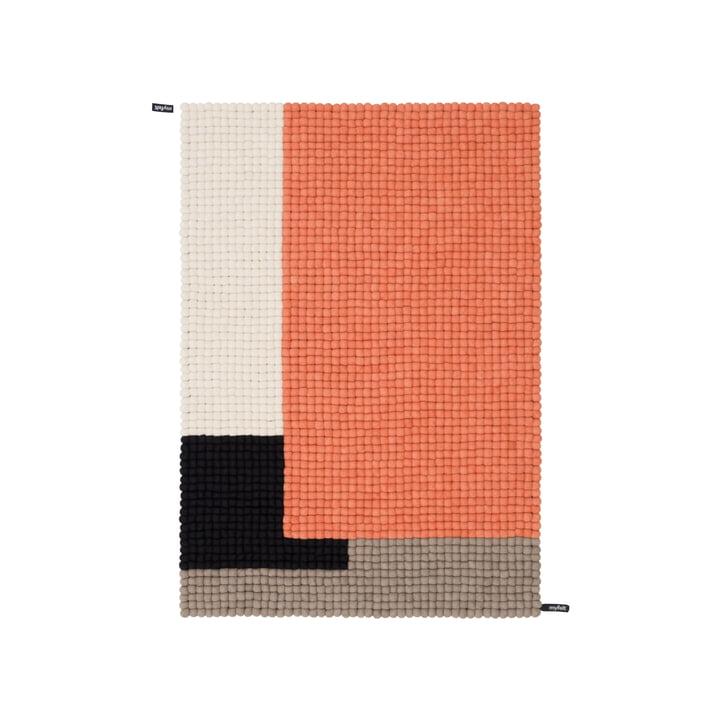 Cube Filzkugelteppich, 90 x 130 cm in lachsrosa / schwarz / weiß / braun von myfelt